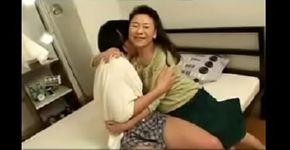 เด็กหนุ่มมีเพศสัมพันธ์แม่